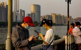 """Vấn đề nhân khẩu học ngày càng nhức nhối, Trung Quốc nới lỏng """"xiềng xích"""" từ hộ khẩu"""