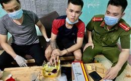 """Kẻ buôn ma túy từ trong """"boong-ke"""" thả chó dữ cắn 2 cảnh sát bị thương"""