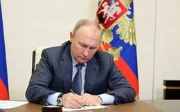Tổng thống V. Putin:Ukraineđang bị biến thành đối cựccủa Nga