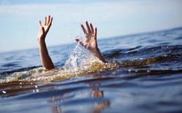 Theo mẹ vào rẫy, hai chị em ruột đuối nước thương tâm