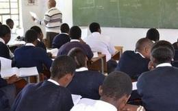 Nam Phi: Học sinh trung học quan hệ ngay trong lớp, bị bạn bè quay bằng điện thoại tung lên mạng