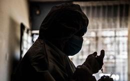 """Phát hiện """"động trời"""" ở Peru: Y tá không tiêm vaccine Covid cho người dân mà tiêm không khí"""