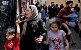 """Nỗi """"sợ bóng đêm"""" của người dân ở dải Gaza: Điều kinh hoàng tới sau khi rocket oanh tạc"""