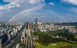 24h qua ảnh: Cầu vồng xuất hiện sau mưa trên những tòa nhà cao tầng