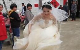 Phấn khích vì thoát ế, cô dâu có hành động làm ai nấy phì cười