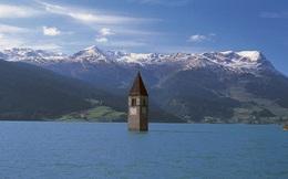 Ngôi làng kỳ lạ nổi lên sau hơn 70 năm biến mất từ đáy hồ nước Ý