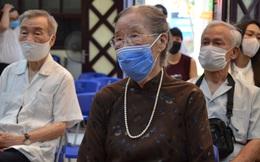 Xúc động khoảnh khắc cụ bà 96 tuổi cùng 4 thế hệ con cháu đi bỏ phiếu bầu cử ở Hà Nội