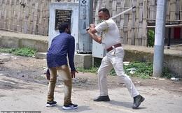 Ấn Độ: Bán rau trước nhà trong giờ giới nghiêm, thiếu niên 17 tuổi bị cảnh sát đánh tử vong