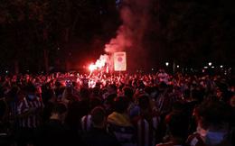 Fan nhí thiệt mạng đầy thương tâm khi ra đường ăn mừng chức vô địch của Atletico Madrid