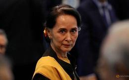 Bà Aung San Suu Kyi lần đầu tiên xuất hiện sau chính biến, tuyên bố về số phận đảng NLD