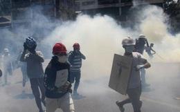 Khủng hoảng Myanmar: Người biểu tình dùng vũ khí tự chế, LHQ cảnh báo nguy cơ nội chiến