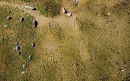 10 'tàu ma' chở hài cốt ngàn năm bất ngờ xuất hiện trên đảo