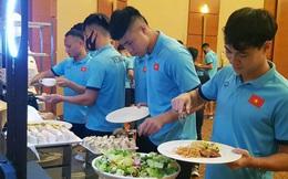 Bữa ăn ngon đầu tiên của tuyển Việt Nam tại khách sạn ở Dubai
