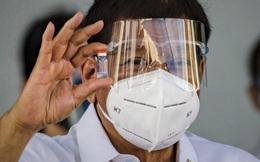"""Philippines: Vắc xin Trung Quốc thừa mứa nhưng dân không tiêm, """"vỡ trận"""" xếp hàng tiêm vắc xin Mỹ"""