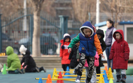 Giáo viên mầm non tại Trung Quốc bị tố ép học sinh 3 tuổi ăn chất thải người