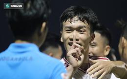 Tuyển thủ Việt Nam ăn mừng kiểu khiêu khích, chỉ tay vào mặt trọng tài đầy phản cảm