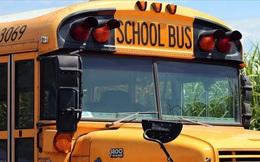 Nhận mảnh giấy do một học sinh lén đưa, tài xế xe buýt trường học tức tốc báo cảnh sát