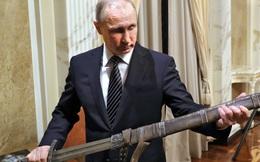"""Xuất quân """"diễu võ dương oai"""" Ukraine, ông Putin muốn """"mài cho Nga lưỡi kiếm sắc""""?"""