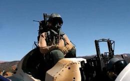 Boeing hé lộ cảnh quay độc đáo về ghế phóng thoát hiểm trên máy bay