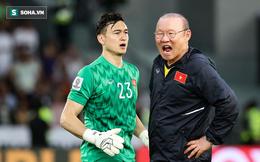 """Phía sau """"trò lố"""" ở Thái Lan là mối lo có thật cho thầy Park & thủ môn Đặng Văn Lâm"""