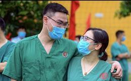 """""""Trăng mật"""" trong tâm dịch của vợ chồng bác sĩ trẻ ở Quảng Ninh"""