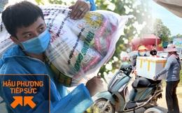 """Ảnh: Những shipper 0đ dưới nắng nóng """"cháy da cháy thịt"""" trong tâm dịch Thuận Thành, Bắc Ninh"""