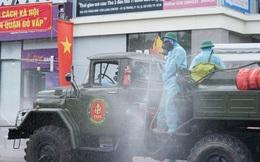 """Bộ Quốc phòng phun khử khuẩn các """"điểm nóng"""" Covid-19 tại quận Gò Vấp"""
