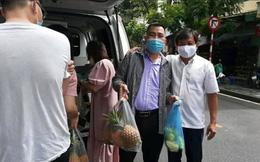 """Ông Đoàn Ngọc Hải bất ngờ đi buôn dứa ở Hà Nội, bán 5.000 đồng/quả """"lãi đậm"""""""