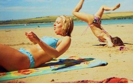 Giật mình khi vô tình bắt gặp hình ảnh oái oăm trên bãi biển