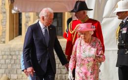 Nữ hoàng Anh khiến ông Biden nhớ về mẹ