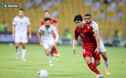 Công Phượng ngã đẹp trong vùng cấm địa UAE, trọng tài bỏ qua penalty cho ĐT Việt Nam?