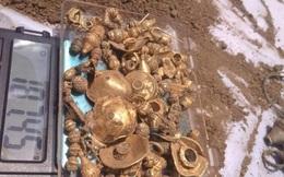 Bất ngờ đào được kho báu khổng lồ khi đang san lấp đất
