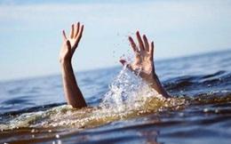 Tắm biển với gia đình, bé 5 tuổi đuối nước