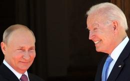 Ông Biden tặng Tổng thống Putin món quà đặc biệt của phi công Mỹ: Thông điệp quá hiểm hóc!