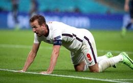 """""""Đại pháo"""" biến thành kẻ ngoài cuộc, đội tuyển Anh sảy chân trước địch thủ trăm năm"""