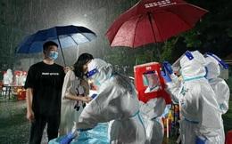 Covid-19 ở Quảng Châu diễn biến nguy hiểm: Xuất hiện khu vực rủi ro cao, dân sợ hãi đổ xô đòi tiêm vắc xin