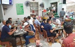 Hôm nay ngày hội toàn dân Hà Nội đi ăn phở, có quán đông nghẹt, 8 giờ sáng đã thông báo hết hàng