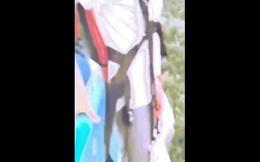 Video: Đứng ở độ cao 110 mét chuẩn bị nhảy xuống, bị phát hiện chưa gắn dù