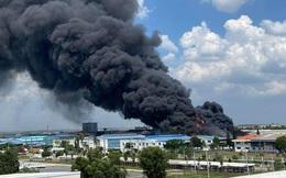 Đang cháy dữ dội trong KCN Long Bình ở Đồng Nai, khói đen cuồn cuộn bốc cao hàng trăm mét