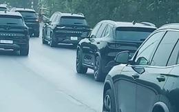 Dàn xe VinFast đen tuyền xuất hiện 'siêu ngầu' trên đường khiến dân mạng thích thú