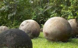 Hàng trăm quả cầu đá bí ẩn xuất hiện ở ngọn núi Tân Cương: Giới khoa học càng hoang mang khi bổ đôi chúng ra!