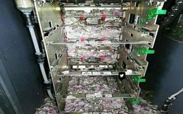Nhận thẻ nhưng không nhả tiền, mở cây ATM ra kiểm tra, nhân viên quản lý vội báo cảnh sát vì cảnh tượng trước mắt