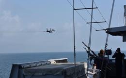Hình ảnh gây sốc: Máy bay chiến đấu Nga trước họng súng của tàu chiến NATO
