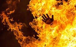 Tạt xăng đốt chủ nợ ở Sài Gòn vì mâu thuẫn tiền bạc