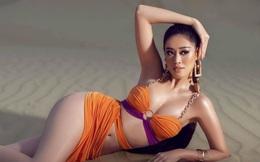 Hoa hậu Khánh Vân khoe đường cong hút mắt trên cồn cát nóng bỏng