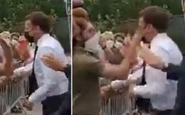 Video: Tổng thống Pháp Macron bật ngửa vì bị tát thẳng vào mặt