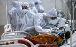 """""""Địa ngục COVID-19"""" Ấn Độ: Lộ video lãnh đạo bệnh viện tuyên bố ngắt bình oxy của người chưa chết"""