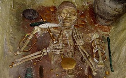 Giải mã bí ẩn bộ xương nằm giữa đống vàng, dương vật cũng bọc vàng trong cổ mộ nghìn năm