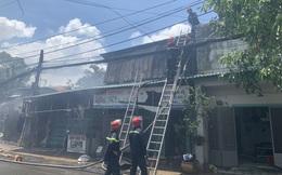 Đang cháy nhiều nhà dân ở TP Thủ Đức
