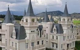 'Thị trấn ma' nổi tiếng của Thổ Nhĩ Kỳ toàn những lâu đài nguy nga lộng lẫy như trong truyện cổ tích
